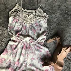 Other - SUPER cute white and paisley romper🌷
